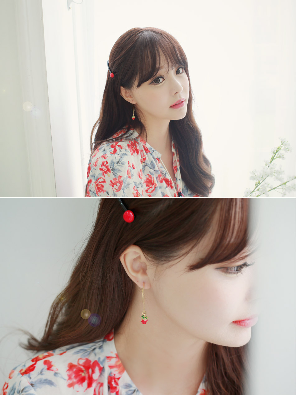 [ 4xtyle ] STRAWBERRY EARRING (SHORT)